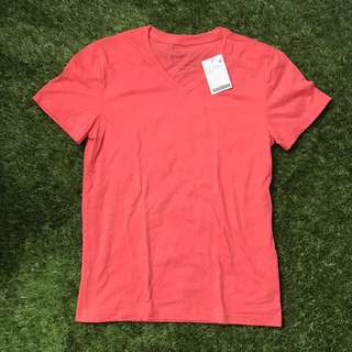 Giordano Pink Muscle Fit V-neck Basic Tee Medium