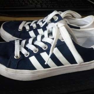 Pre-loved Adidas Originals Court Vantage Women 37 1/2