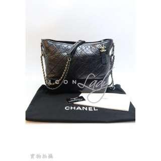 CHANEL A93825 Gabrielle (大号) 黑色裂紋皮革 配黑色皮革 肩揹袋 斜揹袋