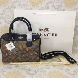 "coach high quality Size :  📌H: 8.5""  📌W: 10"" With: 📌paperbag 📌dustbag 📌carecard"
