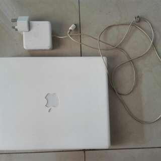 "Apple ibook G4 12.1"" Screen Mac OS X 10.4.11"