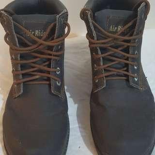 Air ridge boots