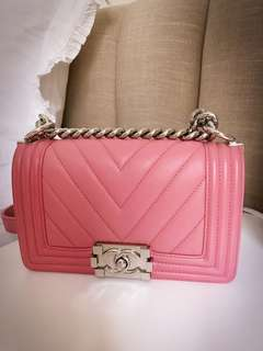 CHANEL 16K SMALL CALFSKIN PINK CHEVRON BOY BAG