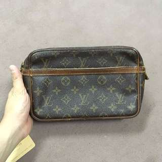 Authentic Louos Vuitton Compeigne 23 Clutch
