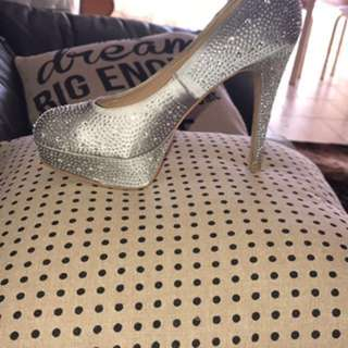 PIED A TERRE SIZE 8 Silver Sparkly Heels