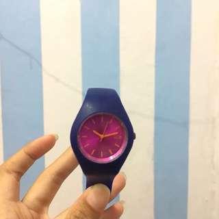 J07 jam tangan