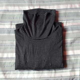 Uniqlo Black and Gray Stipes Heattexh