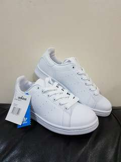 BRAND NEW! ADIDAS STAN SMITH 24CM US38. NO BOX