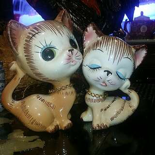 Vintage Handpainted pair Of Cats Made In Taiwan