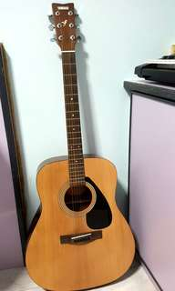 Acoustic Guitar with free gifts