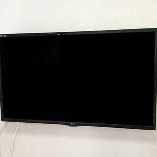 LG 42 inch CINEMA Smart TV LN570T