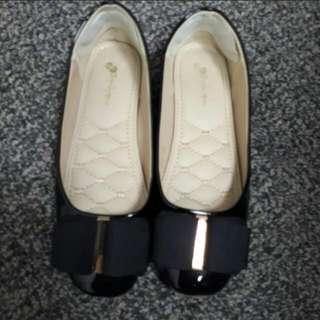 Black Shoes size 5 flat (free padding)