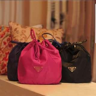 Prada水桶化妝袋 四色(藍,紫,黑,粉紅)