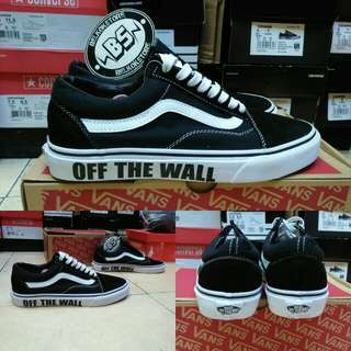 Vans oldskool fashion off the wall
