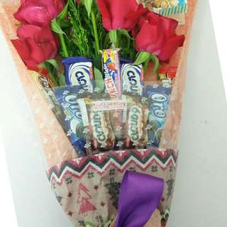 Fresh flowers and mixchocolate bouquet