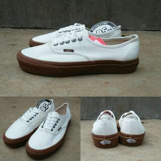 Vans authentic off white hemp gum sole