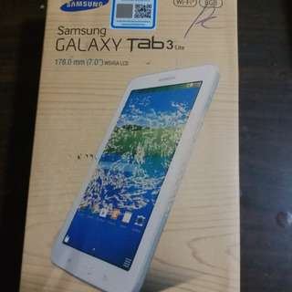 SAMSUNG TAB 3 LITE 7 INCH SCREEN 8GB MEMORY USED ONLY WIFI  ONE HAND USED WITH BOX