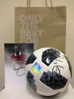 Mini Matchball replica with autograph Man Utd Legend (David May, Dwight Yorke, Denis Irwin)