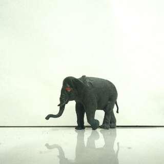 Gajah mainan