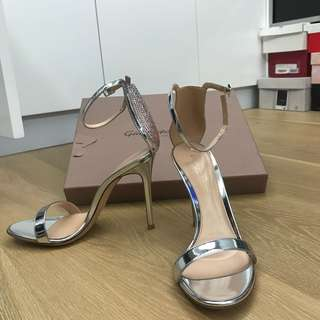 Gianvito Rossi heels size 38