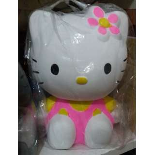 E07 - Celengan Hello Kitty