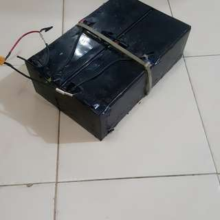 Selling my used lead acid battery...  Battery condition is good 90%sellingvit coz change to lithium battery. All had been wired just plug it tat all....