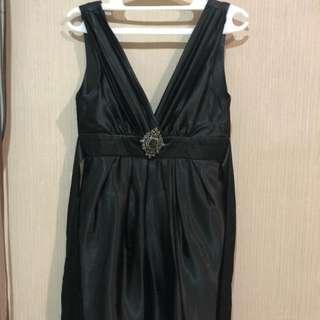 V Black dress