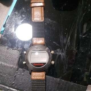 皮帶電子錶 Reebok