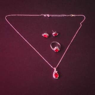 4-pieces red jewelry set (1 necklace, 1 pair of earrings, 1 ring)