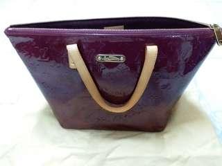 LV hot item 紫色漆皮袋加wallet (一set)
