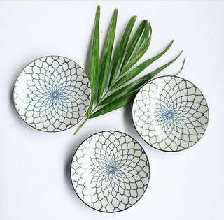 Fishnet design condiment dishes