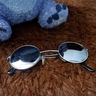 Round sunglasses / kacamata hitam bulat