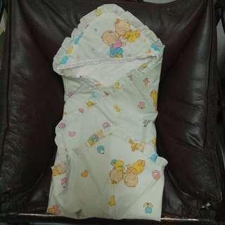 Selimut bayi bertopi