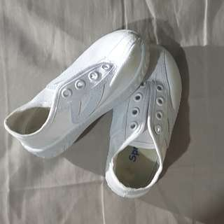 White shoes size 23 for babies
