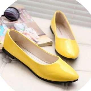 黄色平底鞋