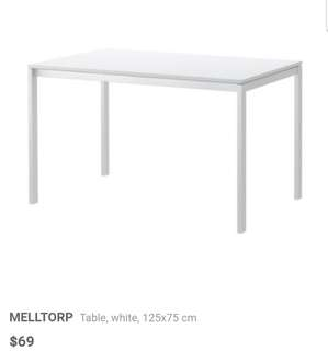 Dining table + 4 chairs (ikea)