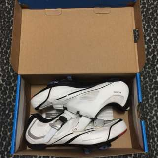 shimano r088 size 42 with spd cleats (blue)