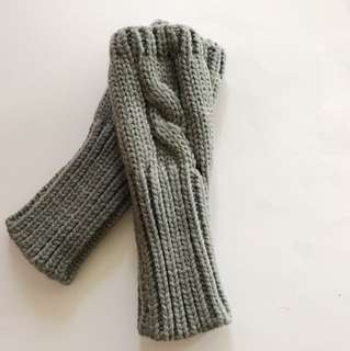 Fingerless knitted winter gloves