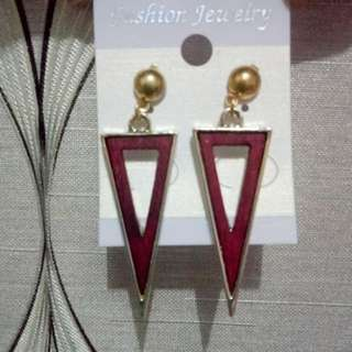E07 - Anting triangle (red)