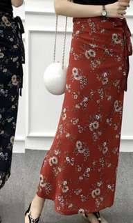 Floral maxi skirt in red