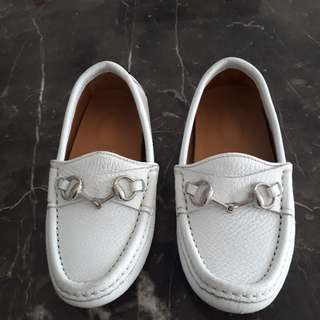 NEW GUCCI AUTHENTIC KIDS White leather loafers. Size EURO 27 /UK 9.5 / US 10.5