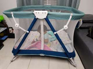 Giant Carrier foldable playpen/crib (rock/steady)