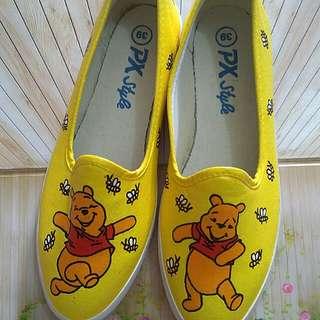 Sepatu plat lukis Winnie the Pooh