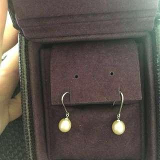 周生生18k珍珠耳環