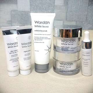 Wardah white scret  paket Cream Day&Nigt 30g+17g plus serum,scrub