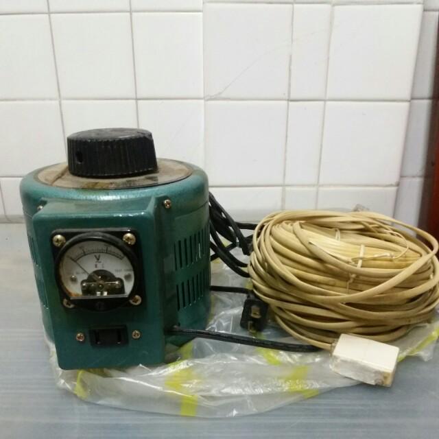 電腦電壓器