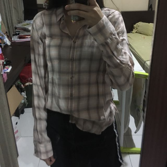 american eagle checkered shirt in pale pink