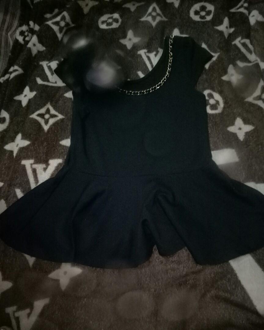 Baju hitam rantai