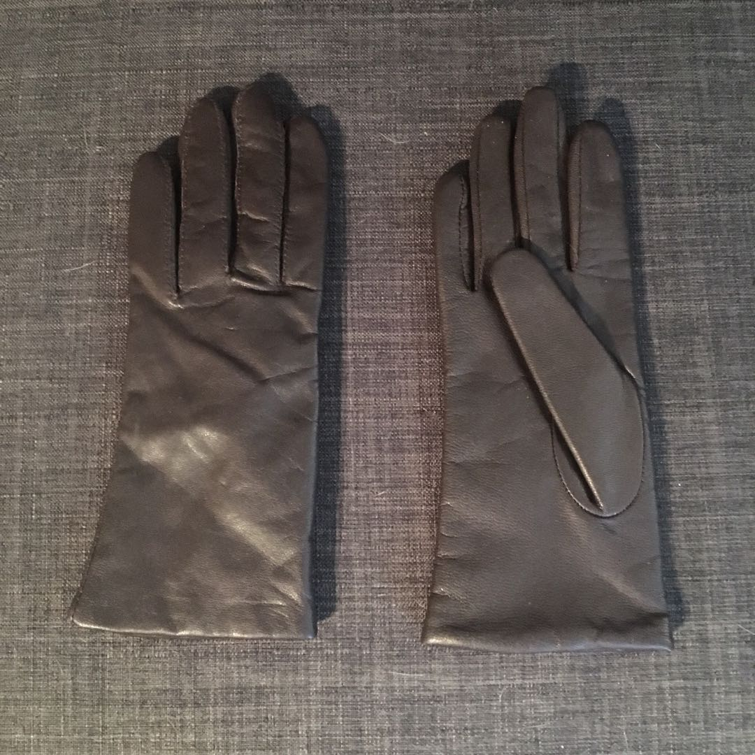 Danier/ Thinsulate gloves, small