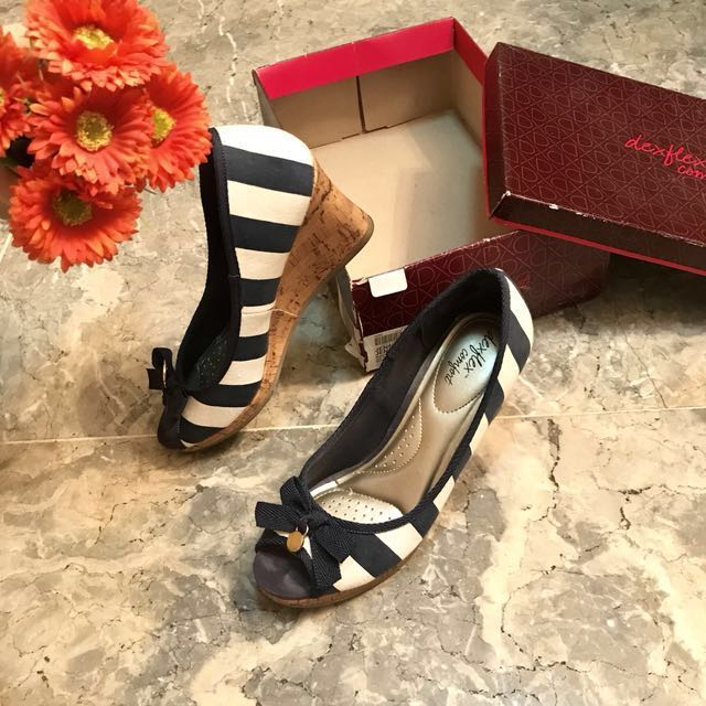 Dexflex Comfort Striped Heels Size 7 Payless good as new excellent condition
